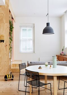 This Melbourne apartment was designed by Dan and Paul Honey Fuog and it has a very clean and simple interior. The walls are white throughout and there's a