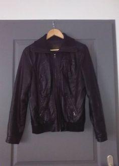 À vendre sur #vintedfrance ! http://www.vinted.fr/mode-femmes/autres-manteaux-and-vestes/25125155-veste-simili-cuir-oire