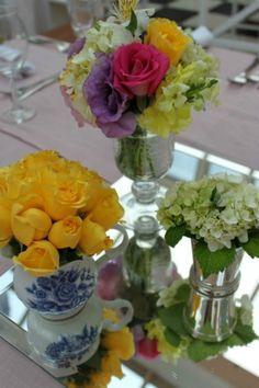 """A ideia de hoje é mostrar que para dar um charme a mais na decoração do seu casamento em 2012, não é preciso gastar muito, nem ter diversos vasos e peças diferentes, você pode """"abrir o armário da cozinha"""" e encontrar ideias originais e divertidas para seu casamento."""