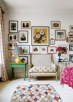 A Chelsea maisonette - returning to London from France, a photographer happened upon a house in Chelsea that felt incredibly familiar, where she has now combined two flats to create an eclectic maisonette Chelsea, Decoration Inspiration, Interior Inspiration, Hanging Pictures On The Wall, Hang Pictures, University Rooms, Room Decor For Teen Girls, Sala Grande, Asian Home Decor