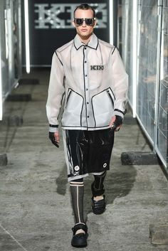 See all the Collection photos from Ktz Spring/Summer 2016 Menswear now on British Vogue Dandy Look, Space Fashion, Fashion Design, Runway Fashion, Mens Fashion, Fashion Show Collection, Spring Summer 2016, Fall 2015, Vinyl