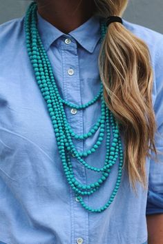 The motif of this necklace is easy enough - simple shiny beads - but done up in…