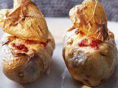 Découvrez la recette Pommes de terre au fromage sur cuisineactuelle.fr.