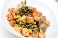 Curry med tofu og brokkoli