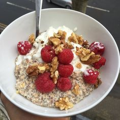 Try my reduce carb oatmeal! #LeanIn15 #Breakfast #Foodie   Ingredients: 1. Desiccated coconut  2. Oats  3. Chia Seeds 4. Flax seeds 5. Cinnamon 6. Total Greek Yogurt 7.Walnuts  8. Raspberries