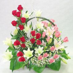 A Surprise To Your Wife On First Wedding Anniversary Then You Must Give Her Beautiful Best Wishes Flowers Make Pleasant Place An Order