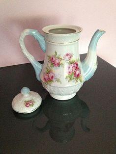 Bild 3: Teekanne mit Rosenmalerei (blau, weiß)