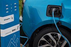 Sondage Ipsos : la voiture électrique branche de plus en plus les Français