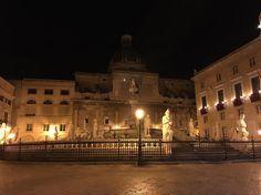 #piazzapretoria non so perché ma così sembra che manchi qualcosa!!! #palermo #iart4christmas #theend #buon2017 #artewiva