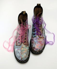 Incredible Doc Martens - wearing a pair of Doc Martins with a dress is just so cool - shame I'm too old for this look but at least I did when I was younger Dr. Martens, Dr Martens Stiefel, Botas Dr Martens, Sock Shoes, Cute Shoes, Me Too Shoes, Shoe Boots, Shoe Bag, Fancy Shoes