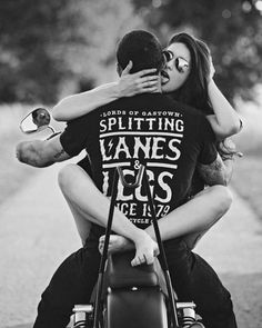 40 Ideas Bobber Motorcycle Wallpaper For 2019 Biker Couple, Motorcycle Couple, Bobber Motorcycle, Bobber Chopper, Motorcycle Outfit, Triumph Chopper, Girl Motorcycle, Bobbers, Motard Sexy