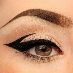 Edgy Makeup, Makeup Eye Looks, Eyeliner Looks, Eye Makeup Art, Makeup Inspo, Makeup Kit, Retro Eye Makeup, 1960s Makeup, Dark Eye Makeup