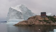 Alarm in Innaarsuit: Grönländer fliehen vor riesigem Eisberg