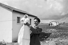 Chim—a co-founder of Magnum Photos—was one of the most respected photojournalists of his generation. He was born on this day in 📷 Chim (David Seymour), [Man holding his first child, Israel], 1951 Magnum Photos, Urban Photography, Color Photography, Amazing Photography, Minimalist Photography, Latina, Grandes Photos, Henri Cartier Bresson, Photographer Portfolio