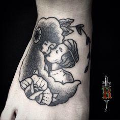#blackwork #pontilhismo #dotwork #curitiba #tattoo