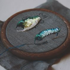 New day brings us new colors 💚 Step by step, stitch by stitch, sequin by sequin. Mixing several colors or making fine monochrome gradient… Bead Embroidery Jewelry, Ribbon Embroidery, Beaded Embroidery, Embroidery Needles, Hand Embroidery Patterns, Textiles, Beaded Brooch, Embroidery Fashion, Brooches Handmade