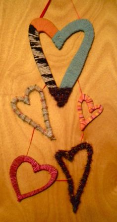 Bearycute Creations: Hanging heart: cardboard and yarn craft.