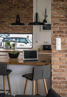 Designerii polonezi de la Shoko Design au avut o abordare modernă și practică în amenajarea acestei case. Modern Scandinavian Interior, Modern Home Interior Design, Design Case, Küchen Design, House Design, Rustic Stools, Sweet Home, Home Fashion, Home Living Room