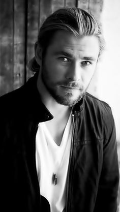 I have never been a fan of long hair on guys, but i would love to run my fingers through Chris Hemsworth's mane.