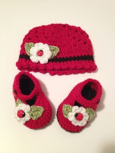 Crochet Baby Booties Baby Hat 0 to 3 Month by SevenSkeins on Etsy, $35.00
