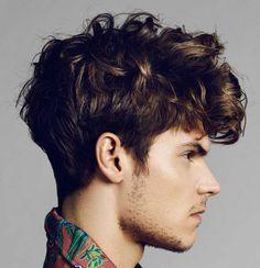 Taglio di capelli ricci cortissimi