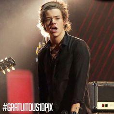 Harry... Is that an earring?