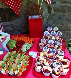 Ecoleeko: Curious George DIY Birthday Party- Decorating and Food Second Birthday Ideas, Baby Boy 1st Birthday, 4th Birthday Parties, Diy Birthday, Monkey Birthday, Happy Birthday, Curious George Party, Curious George Birthday, Veggie Cups