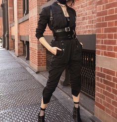 Rock in Rio [all black] - Style inspiration - kleidung Edgy Outfits, Mode Outfits, Grunge Outfits, Girl Outfits, Fashion Outfits, Fashion Pants, Modest Fashion, Fashion Tips, Kawaii Clothes