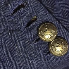 #sciamat #buttonhole #hechoamano #fattoamano #madebyhand #linnen #lino #details #art #bespoke ... Dandy Style, Blazer Buttons, Haberdashery, Bespoke, Classic Style, Cool Photos, Men's Fashion, Detail, Suits