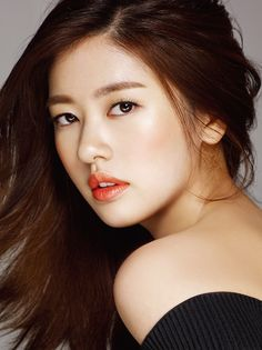 For the April pages of Cosmopolitan Korea, Jung So Min demonstrates to readers how to achieve different looks with various cosmetics. Meanwhile, Im Joo Hwan crashes at a hotel and Seo Kang Joon tap… Jung So Min, Korean Beauty, Asian Beauty, Kim So Eun, Asian Girl, Korean Girl, Queen Makeup, Female Stars, Cute Actors