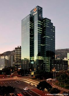 Portside embodies the energy of a rapidly evolving city, already a landmark in Cape Town's CBD set against the spectacular backdrop of Table Mountain. Landscape Architecture, Building Architecture, Table Mountain, Commercial Design, Cape Town, Architects, Facade, Skyscraper, Backdrops