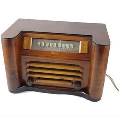 Vintage Silvertone 6051 AM Radio in perfect by ClevelandFinds, $169.99