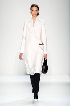 Runway Looks We Love: The 125 Best Looks Of New York Fashion Week Fall/Winter 2014 - Victoria Beckham from London Fashion Weeks, Ny Fashion Week, New York Fashion, Fashion Show, Fashion Design, Style Fashion, Tommy Hilfiger, Victoria Beckham Collection, New Yorker Mode