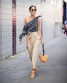 If you like to wear a simple outfit but stylish, asymmetrical tops outfit is the right choice. By wearing the right asymmetrical tops, whether long sleeves, horizontal, polka dots or even plain mot… Look Fashion, Girl Fashion, Fashion Outfits, Womens Fashion, Fashion Trends, Fashion Styles, Paris Fashion, Fall Outfits, Street Style Blog