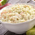 What's a barbeque without zesty, creamy coleslaw? Bella's perfect coleslaw hits the right balance of creamy and tangy and takes just minutes to make. Best Coleslaw Recipe, Kfc Coleslaw, Creamy Coleslaw, Kfc Gravy Recipe, Kfc Fried Chicken Recipe, Chicken Gravy, Ensalada Thai, Southern Coleslaw, Dressing