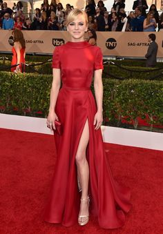 Anna Faris was a lady in red on the red carpet in this beautiful Naeem Khan dress as she arrived at the 22nd annual Screen Actors Guild Awards at the Shrine Auditorium