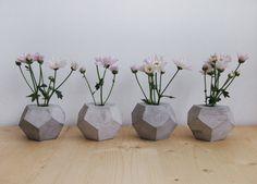 Geometrische minimalistische Betonvase Pflanzenvase von frauklarer, €22.00
