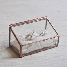 Put your rings in a glass box! LOVE IT NEW Stained Glass Ring Holder - Hinged Glass Display Box - double ring - silver or copper - eco friendly - wedding Glass Display Box, Glass Boxes, Display Boxes, Ring Holder Wedding, Ring Pillow Wedding, Silver Wedding Rings, Silver Rings, Silver Tie, Free Silver