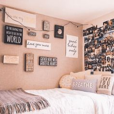 Need inspiration for your wall in your dorm room? Want to make your wall unique?… Need inspiration for your wall in your dorm room? Want to make your wall unique? Here are 7 trendy ideas to give you inspiraton for your dorm wall gallery. Dorm Room Walls, Girl Bedroom Walls, Bedroom Wall Colors, Room Ideas Bedroom, Small Room Bedroom, Bedroom Decor, Girl Bedrooms, Decorating Walls In Bedroom, Wall Ideas For Bedroom
