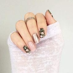 Sophisticated style is easy to do using nail wraps. Mix and match solids, florals, and sparkles to make your own custom look! #easynailart #mixandmatch #nails #mani #diynails #customnails #nailart #sparklenails #floralnails #rosegold