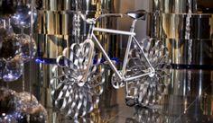 Você teria coragem de andar em uma bicicleta com 'pneus de aço'? | TechGuru - Guru Media