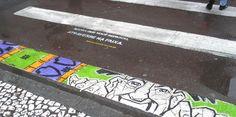 """Essa iniciativa só poderia partir de uma cidade evoluída como Curitiba. O projeto Arte na Faixa reuniu artistas curitibanos e numa sexta feira, pintaram 20 faixas pela cidade.Com a mensagem """"Agora que você reparou, atravesse na faixa."""" aFundação Cultural de Curitiba impactou os pedestres e de quebra, deixou a cidade mais bonita. Parabêns aos artistas e organizadores.via"""