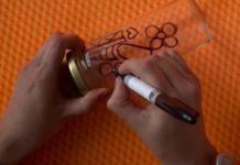 Ella Comienza Dibujando En Un Frasco Reciclado… ¿La Razón? Esta Belleza Se Verá Perfecta En Tu Hogar