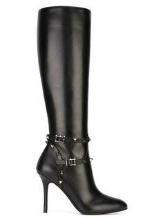 04e5198bcc67 Luxuriöse Mode   Accessoires für Damen 2018. Stiefel · Damen · Valentino  Rockstud  Valentino Schuhe  Schwarze Stilettos ...
