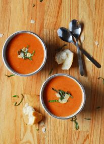 Crockpot Roasted Garlic Tomato Soup: http://www.aducksoven.com/2015/01/crockpot-roasted-garlic-tomato-soup.html