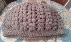 Gorro a crochet en punto puff, forma de Espiga.