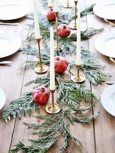 Beautiful and Inspiring Holiday and Christmas Table Setting Ideas Are you hosting Christmas dinner or another holiday event this year? You'll be inspired by these beautiful Christmas and holiday table setting ideas! Christmas Flowers, Noel Christmas, Rustic Christmas, Winter Christmas, Scandinavian Christmas, Christmas Ideas, Christmas Crafts, Navidad Simple, Navidad Diy