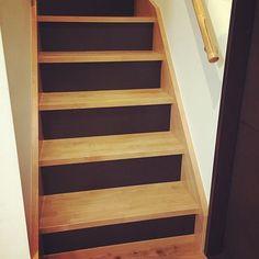 そして#セリア  の#黒板シート を#階段  へまだ足りないのでまた買出ししなくちゃー #階段リメイク #リメイクシート