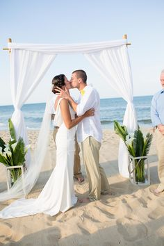 Jennette's Pier Wedding / Outer Banks Wedding / Photo by Kristi Midgette Photography http://www.ncaquariums.com/jennettes-pier-weddings #jennettespierwedding #outerbankswedding #jennettespier #obx