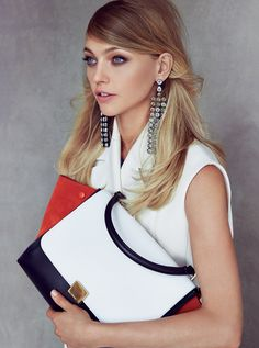 The 5 Beauty Products Every Woman Should Have in Her Clutch